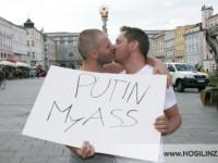 Kiss-In am Linzer Hauptplatz gegen Homophobie