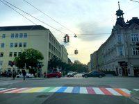 Erster Linzer Regenbogenzebrastreifen